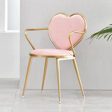 Silla de comedor creativa nórdica silla en forma de corazón de hierro forjado Silla de salón de café de uñas Silla de tocador simple de oro