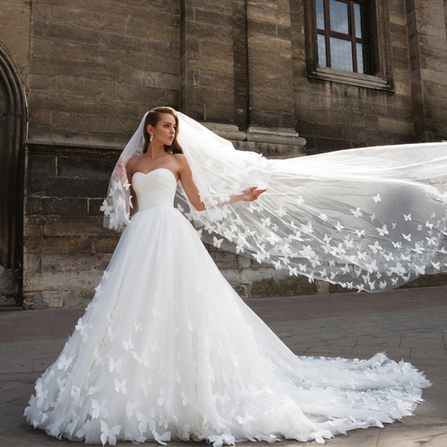 Sweetheart Nekcline Butterfly Hand Made Flowers Open Back Wedding Gowns With Jacket Ball Gown Bridal Dress With Veil