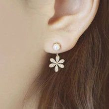 Explosion Models Korean Version Of The Latest Jewelry Earrings Five-leaf Flower Small Fragrance Lady Pearl Crystal