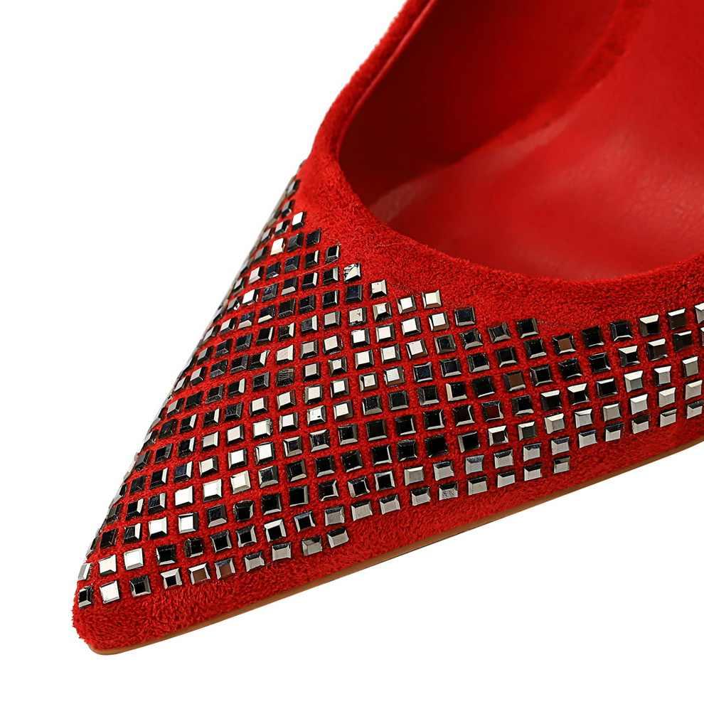 2019 ใหม่แฟชั่นส้นสูงผู้หญิงปั๊มส้นคลาสสิกสีขาวสีแดง nede beige sexy prom รองเท้าแต่งงานสีฟ้าสีแดงไวน์