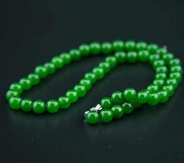 自然の緑のヒスイビーズネックレス硬玉ジュエリーファッションチャームアクセサリー彫ラッキーお守り女性のための彼女の男性