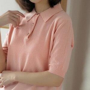 Женская приталенная рубашка-поло с отворотом и коротким рукавом