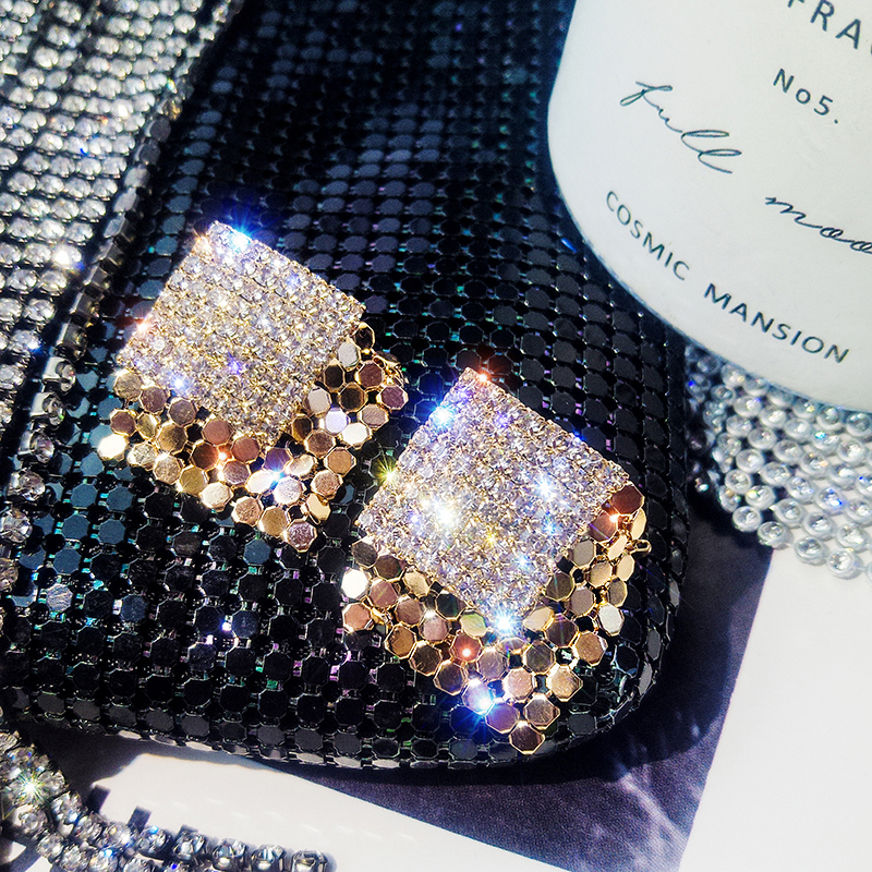 2019 hot fashion jewelry simple square luxury crystal stud earrings Golden metal earrings for Girls gift for woman