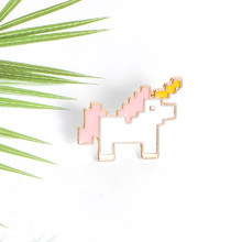 Little Horse Smalto Spille Mini Pixelated Animale Spilla Vestiti Zaino Risvolto Spilli Fibbia Personalizzata Cartoon Badge Regalo per Gli Amici(China)