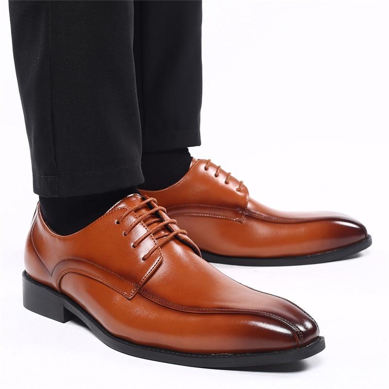 Otoño Lace-Up zapatos de cuero de los hombres italianos Vintage Formal Zapatos de vestir de oficina de negocios cuña de gran tamaño mocasines de boda Oxfords