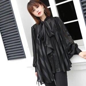 Image 2 - TWOTWINSTYLE 시폰 Bowknot 화이트 여성 셔츠 O 넥 레이스 업 랜턴 긴 소매 셔츠 블라우스 여성 2020 가을 패션 New