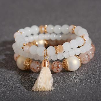 Женские браслеты из бусин с кисточкой
