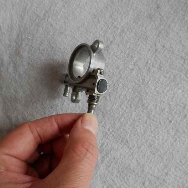 Bomba de aceite para sierra de cadena HUSQVARNA T435 425 ALPINA 422 STIGA SPR270 CASTEL GARDEN XC42 motosierras Bomba De Vivienda engrasador 521586001