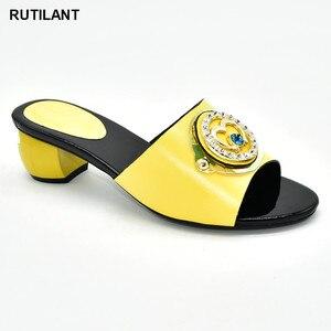 Image 1 - Buty damskie klapki na lato dobrej jakości buty ślubne damskie włoskie ozdobione Rhinestone klapki do noszenia na co dzień dla obuwia damskiego