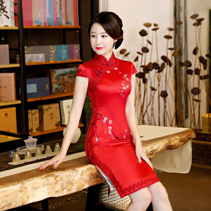 Women Red Lace Embroidery Flowers Cheongsam Dresses Wedding Silk Qiapo Dress Chinese New Year Dress Shanghai Chipao 3XL 4XL