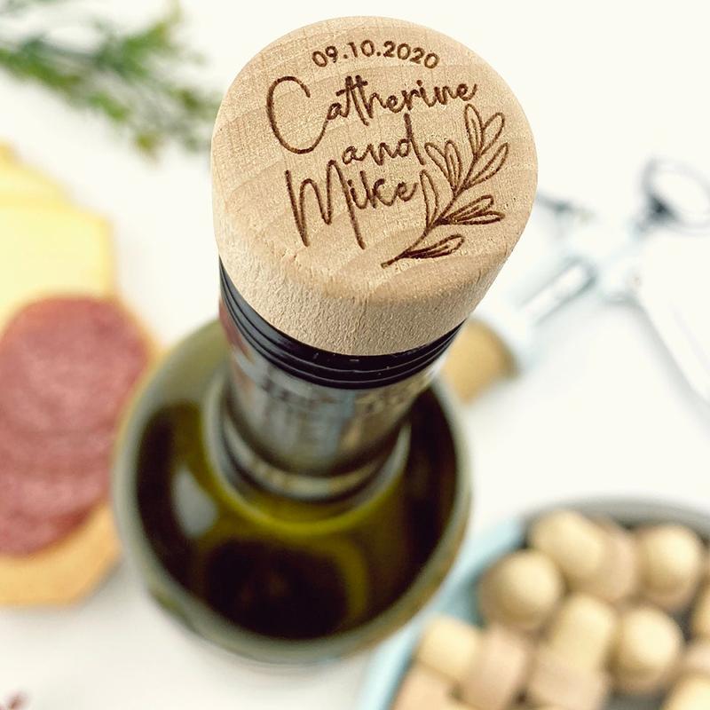 50 шт. персонализированные винная пробка дерево 2.8X3X1.8CM с гравировкой Юбилей подарок пробка для бутылки вина вечерние логотип для декора