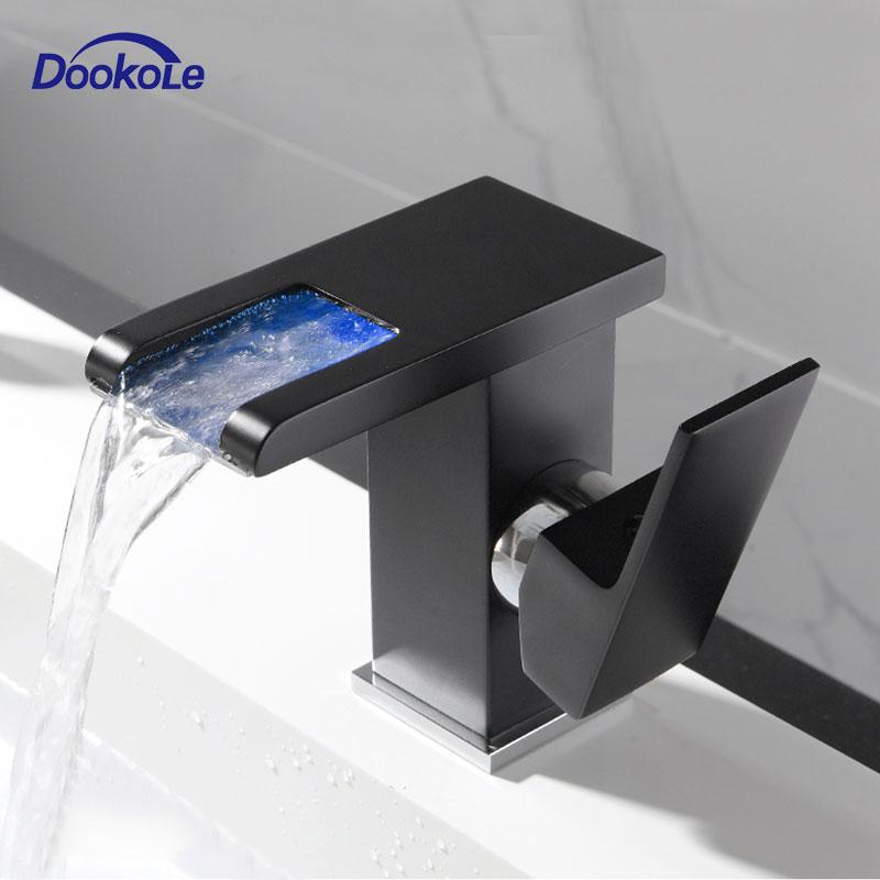 Robinet de bassin de salle de bains de cascade de LED, robinet d'évier de mélangeur d'eau chaude froide de poignée simple changement de couleur de rvb actionné par le débit d'eau