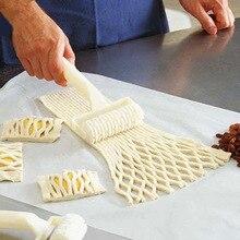 Cortador de masa de galleta pastel de pizza de alta calidad herramientas para hornear fuentes de horno rodillo de masa en relieve cortador para manualidades con diseño de entramado tamaño pequeño