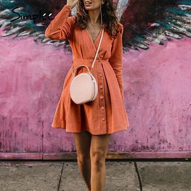 Simplee عالية الخصر فستان قصير للحفلات ملابس الشارع مثير الخامس الرقبة فستان دافئ عطلة الصلبة أزرار السيدات الخريف فستان الرجعية vestidos