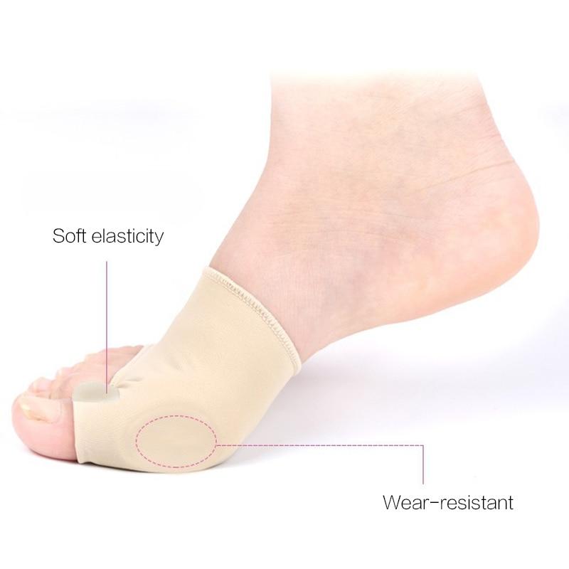 Person - Big Toe Splint Separator, Hallux Valgus Bunion Corrector, Orthotic Feet Care
