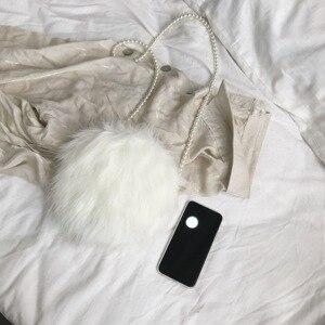 Image 2 - Bianco sacchetto di spalla di modo della pelliccia del faux borsa in pelle morbida e confortevole in pelle scamosciata della borsa rotonda autunno e inverno caldo mini catena di perle borsa