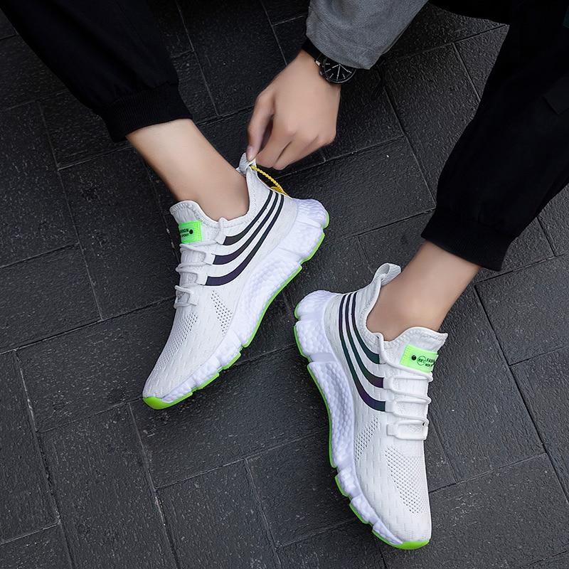 Chaussures de course légères en maille élastique pour hommes, baskets d'été respirantes et décontractées à la mode pour sports de plein air et jogging, nouvelle collection 2021