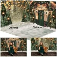 木製クリスマスハウス雪の背景ダークグリーンドア写真スタジオ写真の背景クリスマスツリーの装飾