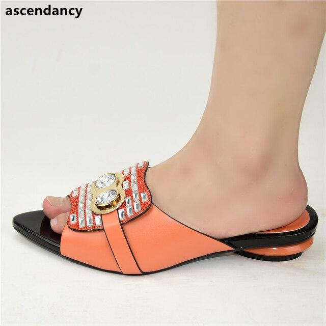 Nouvelle mode chaussure de luxe femmes Designers nigérians pompes de fête mariage talons bas grande taille dames sandales avec des talons sans lacet chaussures
