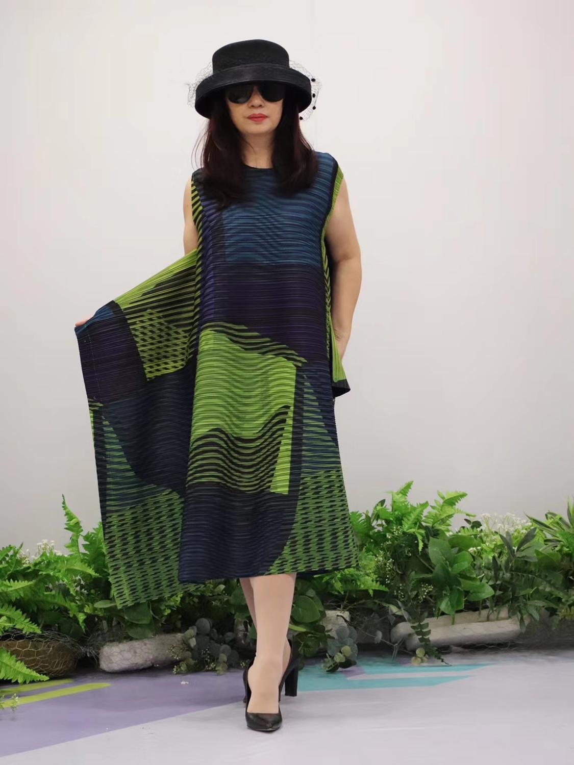 HOT SELLING Miyake Fold fashion stripe print o neck Nine points sleeve big A Line dress IN STOCK - 5