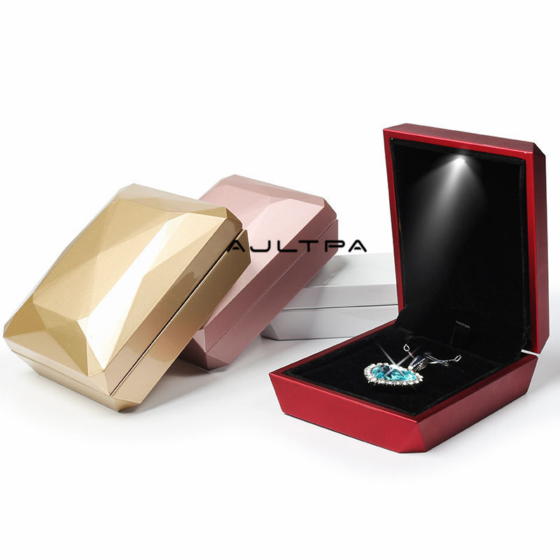 100Pcs New Fashion Gold White Red Rose Gold Ring Pendant Box Jewelry Display Box LED Rubber Painting Jewellery Box
