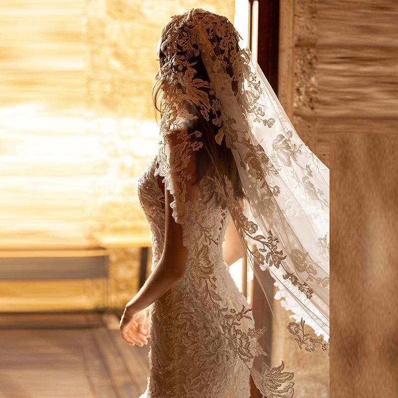 Latest Elegant Mermaid Lace Sleeveless Bride Wedding Dresses Deep V Neckline Bridal Gowns Back Out Appliqued Chapel Train