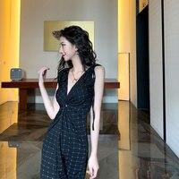 Hong Kong Stil Design Sexy Nische Outdoor Tragen Heiße Mädchen Verdreht V-ausschnitt Split Elegante Dünne Strap Kleid für Frauen Sommer