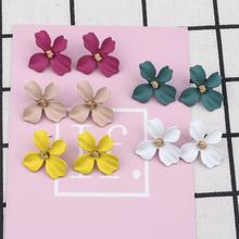 Śliczne malowane kolczyki sztyfty z kwiatem dla kobiet koreański styl kwitnący kwiat kolczyki moda kobieta biżuteria kobiety akcesoria letnie tanie tanio MINAR Ze stopu cynku CN (pochodzenie) PLANT Śliczne Romantyczny Metal XYER-132 135 Push-powrotem Flower Earrings For Women