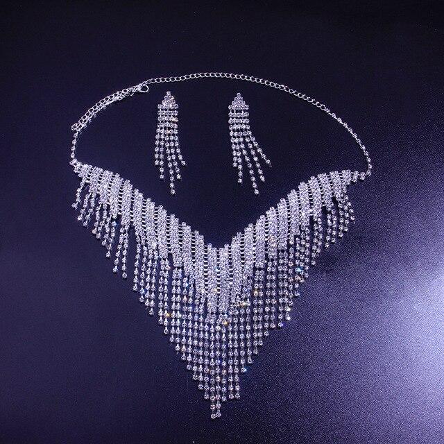 A moda conjunto de jóias de zircão redondo para 2021 é um conjunto de brincos e colar de jóias femininas 2