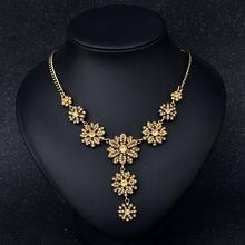 цена на Flowers Exquisite Clavicle Necklace Exaggerated Crystal Gem Pendant Color-preserving Vacuum Plating Necklace Jewellery