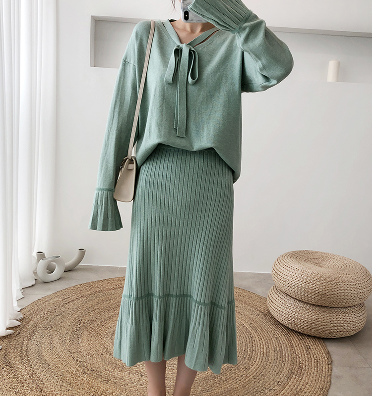Hb3d5d8e94ca34b25a1a3d22bb7225a8fx - Autumn / Winter V-Neck Flare Sleeves Jumper and A-Line Midi Skirt