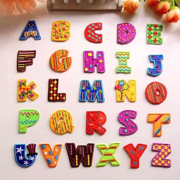 Lettere colorate Ricamato Patch Alfabeto Applique Fai Da Te Lettere di Abbigliamento Autoadesivo del Modello Decal Per Cucire/Ferro Sul Distintivo di Nome del Patch
