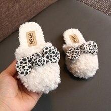Милая плюшевая теплая Домашняя обувь в горошек с бантом для маленьких девочек; детская хлопковая обувь; детские домашние тапочки