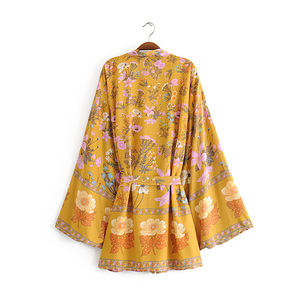 Image 4 - boho vintage summer tops floral print with washes kimono women 2019 fashion cardigan V neck beach chic blouses shirts blusas