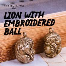 COPPERTIST.WU Lion Ball Keychain Handmade Nette Schlüssel Kette Märchen Gute Luck Tier Antike Messing Anhänger Luxus Schlüsselring Handwerk