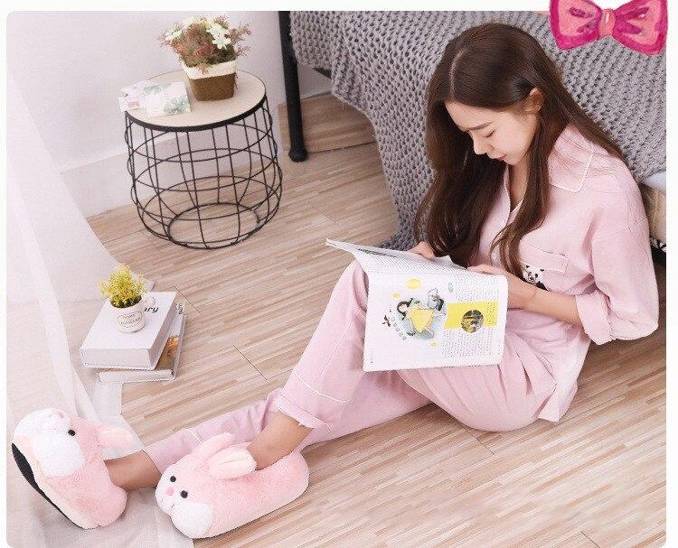 Hb4334b0e6cf641fcba352951bf6b4a81K Inverno dos desenhos animados das mulheres sapatos de algodão animal bonito rosa coelho chinelos de pelúcia mulher slides casa quente sapatos senhoras peludo chinelos