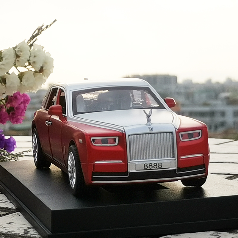 1:30 Diecast Rolls Royce Phantom Scale Model Car With Engine Sound And Pull Back Function For Kids Gift