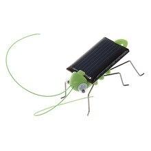 Gafanhoto movido a energia solar. Apenas coloque no sol e veja as pernas balançando e balançando