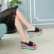 Wysokiej jakości podeszwa EVA damskie tęczowe paski slajdy platformy klinowe buty z grubą podeszwą wysokie sandały na obcasie kapcie