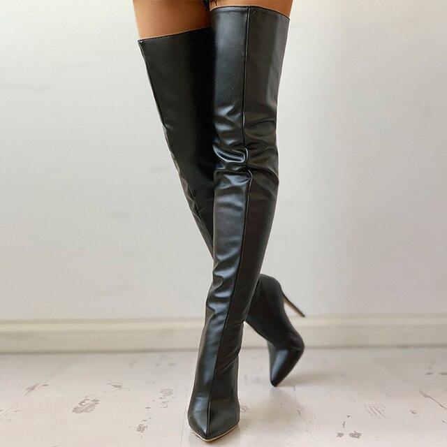 Черные дамские стильные сапоги выше колена 2