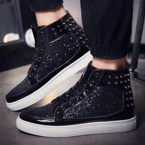 Gran oferta de zapatillas de skateboard para hombre, zapatos deportivos atléticos para hombre, geniales zapatillas plisadas de marca brillante para caminar