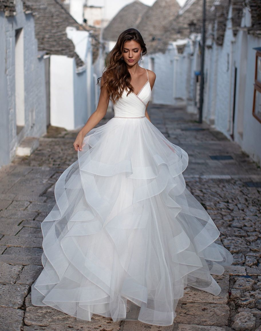 Spaghetti Straps A-line Wedding Dresses 2020 Backless Beaded Ruffles Skirt Country Western Formal Bridal Gowns Custom Made