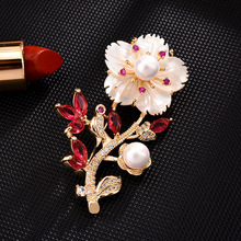 Pearl flower brooch pin High-end brooches for women Dress coat Accessories gifts for women enamel pin Fashion Jewelry hijab pins brooches for women hijab pins fashion jewelry cc brooch gifts for women high end wedding brooch dress accessories enamel pins