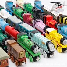 Novo trem de madeira magnética emily, modelo de brinquedo para carro compatível com brinde