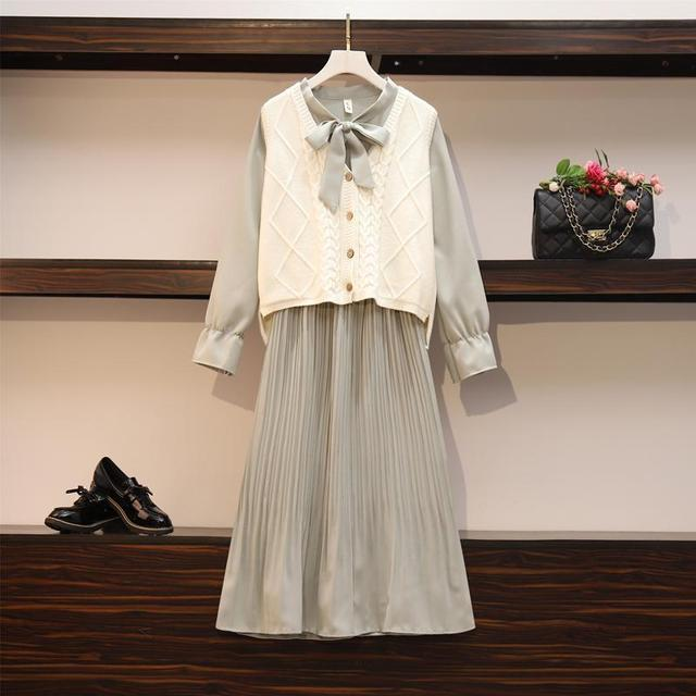 2020 New Girl Style One Piece Suit Dress, Women's Autumn and Winter Show Thin Long Sleeve Pleated Medium Length Shirt Dress 2