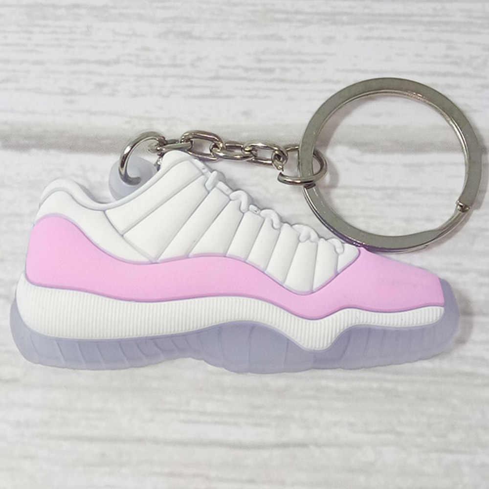 Venta al por mayor 10 piezas lindas mini silicona zapatillas llavero zapatos mochila colgante llavero regalo creativo zapato llavero
