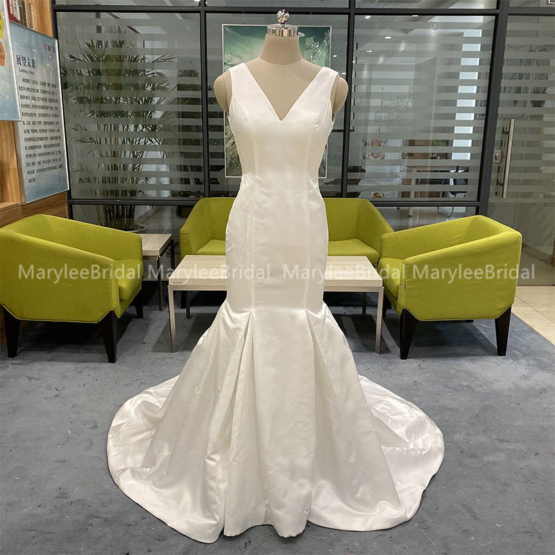 Elegant V-neck Mermaid Wedding Dress Backless Vintage Unique Appliques Bridal Dresses White Ivory Chapel Train Robe De Mariée
