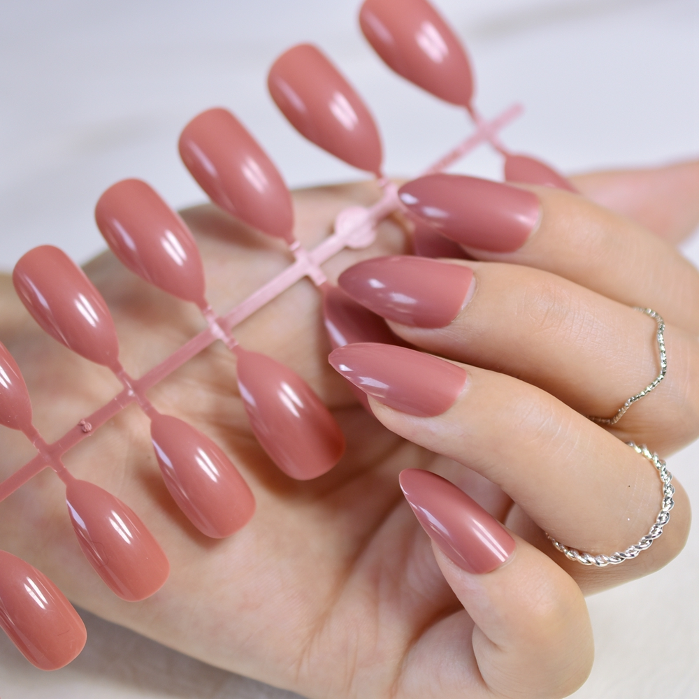 Dusty Cedar Fashion Stiletto False Nails Pointed Sharp Candy Red Fake Nails For Daily Wear On The Nail Tree 24pcs