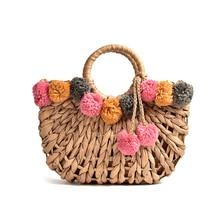 Bolso de paja hueca para mujer, bolsa de paja tejida a mano con bola de pelo de color con carácter, bolso de hombro para playa portátil, novedad de 2019
