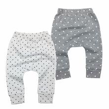Spodnie dla niemowląt Unisex spodnie dla niemowląt noworodek spodnie dla chłopca i dziewczynki odzież dla niemowląt 100 bawełna tanie tanio HCWCZ Dla dzieci Luźne Baby Pants Pełnej długości COTTON Europejskich i amerykańskich style Pasuje prawda na wymiar weź swój normalny rozmiar
